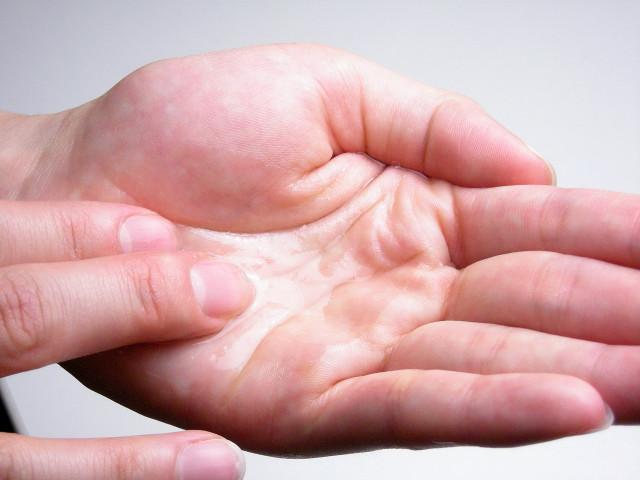 手作り乳液キット手のひら写真